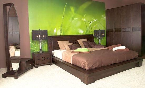 Удачное сочетание коричневого и зеленого цветов в интерьере спальни